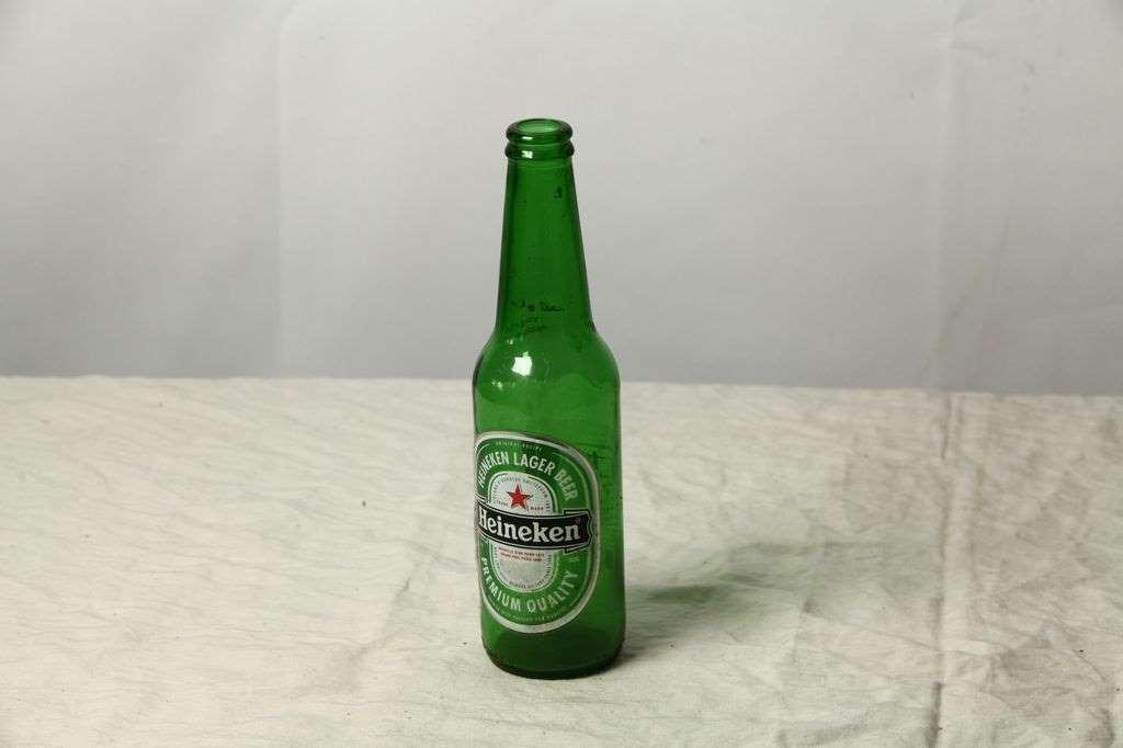 素描静物单体啤酒瓶照片